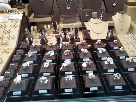 Ingen mangel på diamantbutikker i Antwerpen