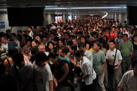 Folksomt på t-banen i Beijing