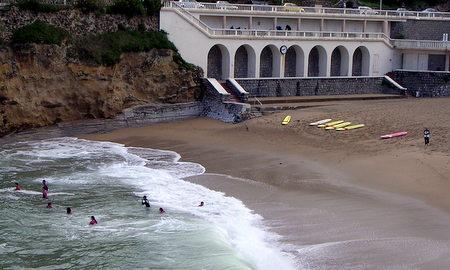 Surfere i Biarritz