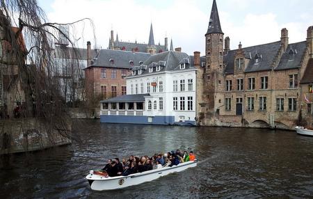 Båttur på kanalen i Brugge