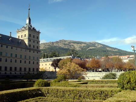 El Escorial med Monte Abanto i bakgrunnen