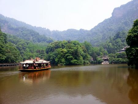 Båt ved Qingsheng Shan