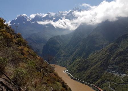 Helt i begynnelsen av Tiger Leaping Gorge