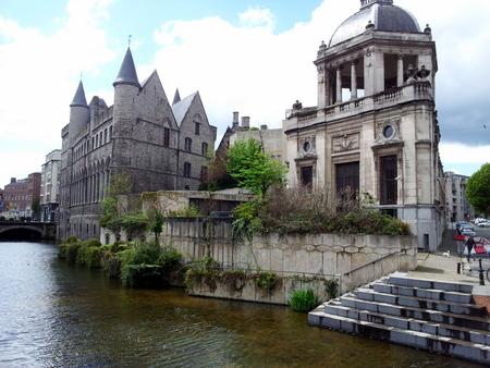 Flotte bygninger overalt i Gent.
