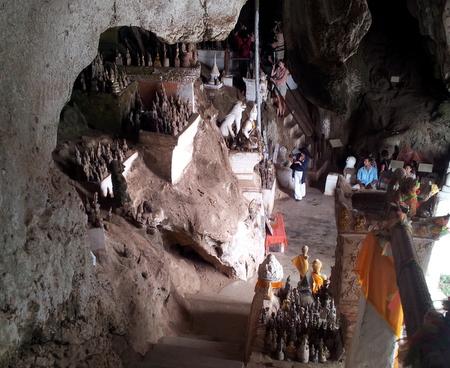 Buddhastatuer i Pak Ou grottene