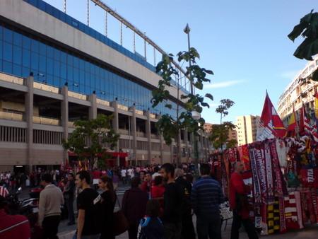 Utenfor Vicente Calderon på kampdag
