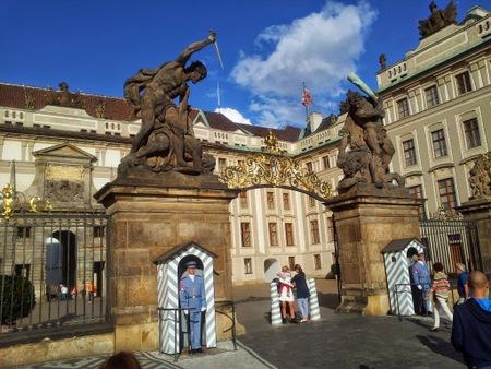 inngang til slottet i Praha