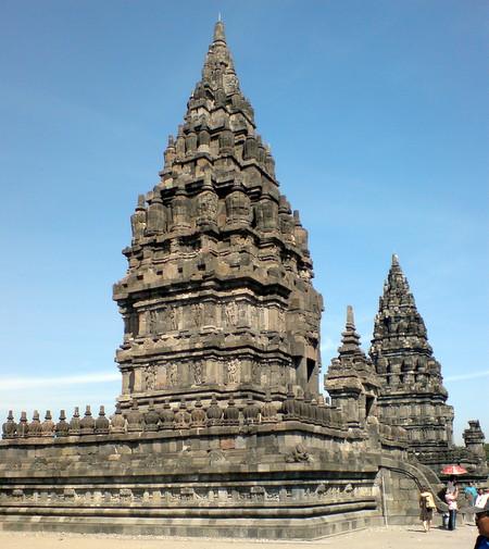 Templene i Prambanan på nært hold