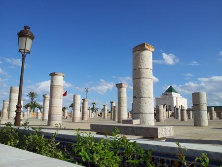 Søyler og mausoleum