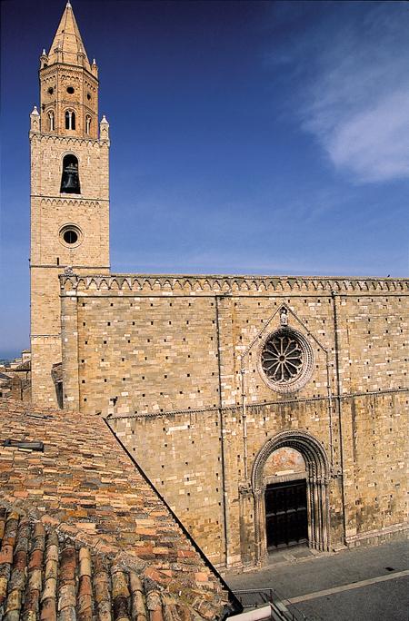 Katedralen i Atri