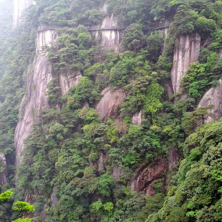 Bratte fjellvegger på Sanqingshan
