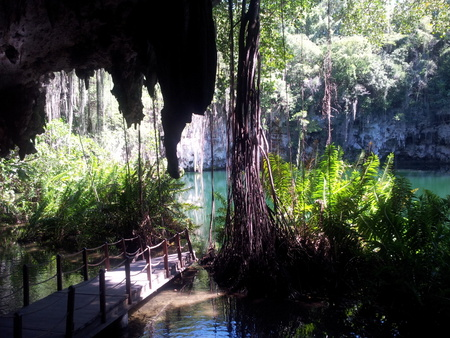 Underjordisk hule