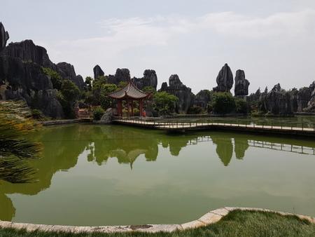 Innsjø med pagode