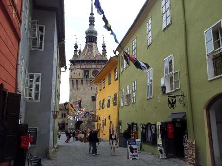Sighisoara med klokketårnet i bakgrunnen