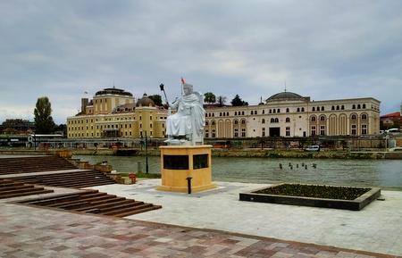 Museer og statuer ved elvebredden