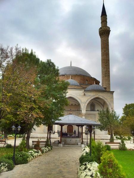 En av mange moskeer i Skopje
