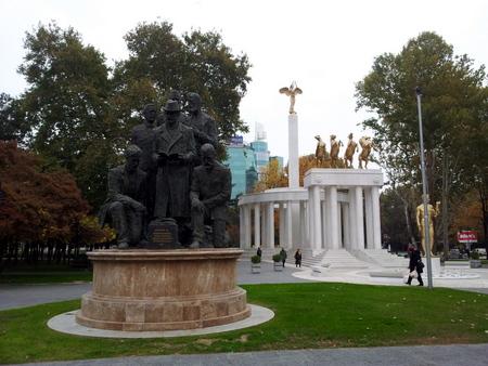 Statuer og monumenter finnes overalt i Skopje