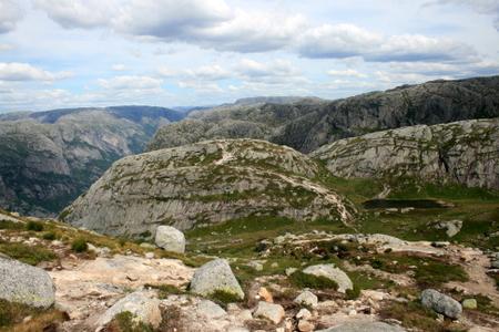 Over fjellet til Kjeragbolten