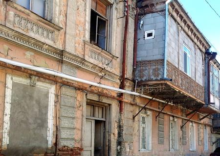 Forfallen bygning i Tbilisi