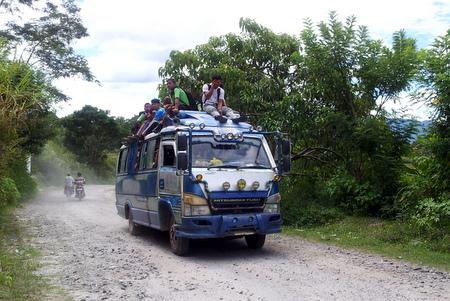 Skolebuss på Samosir