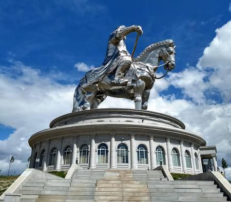 Djengis Khan statue