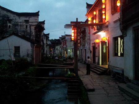 Xiao Likeng by night