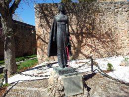 covarrubias_kristina_statue