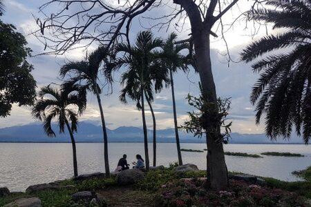 Piknik ved innsjøen